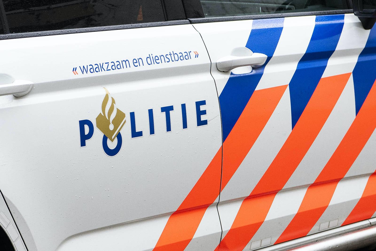 Utrecht - Toezichthouder met opzet aangereden door jongens op scooter.