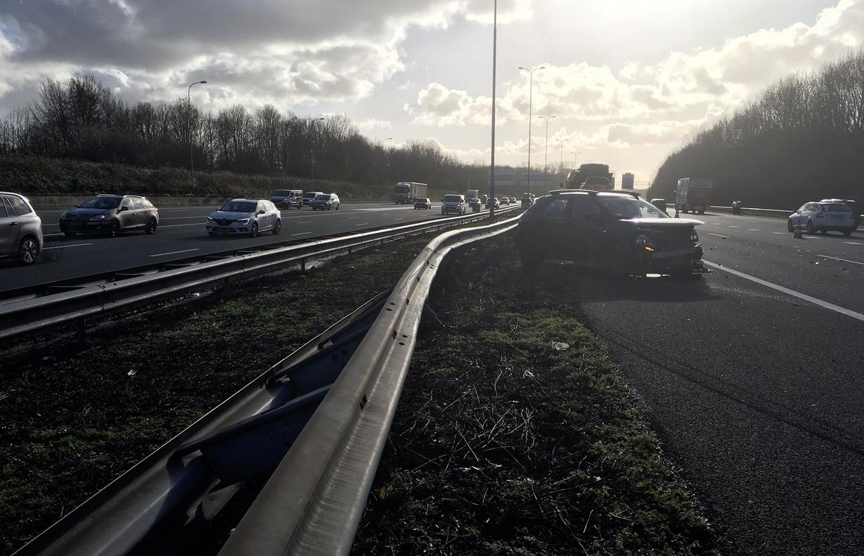 Ongeluk op de A27 bij Utrecht zorgt voor flinke vertraging.