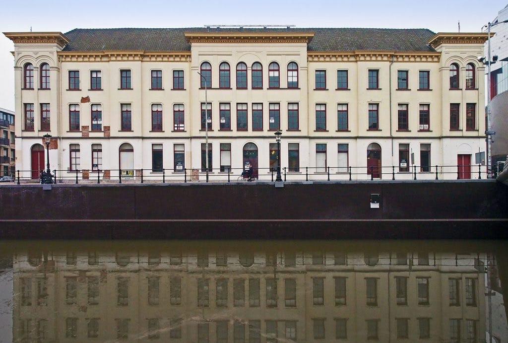 Vinkepand: winkel aan het Vredenburg of woongebouw aan de singel