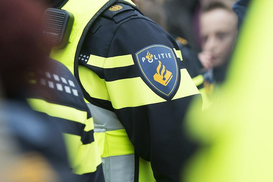 Politienieuws: Vrouw gooit spullen uit raam, arrestatieteam ingezet