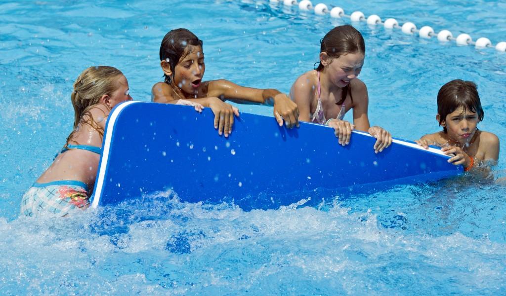 Zwembad den hommel registreert aantal geweigerde jongeren