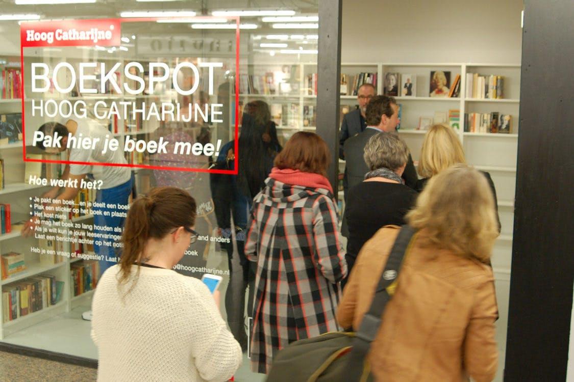 """Hoog Catharijne opent Boekspot: Pak gratis en voor niks een boek. """"Je wordt er een beter mens van"""""""