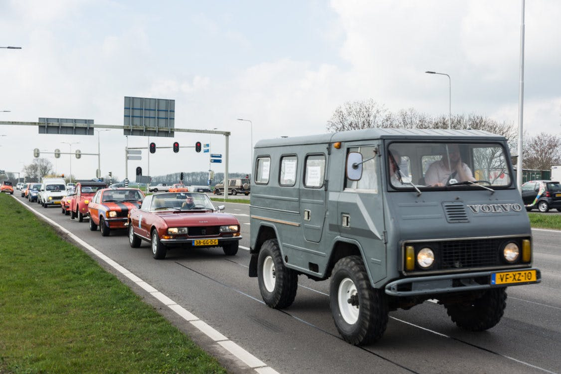 Oldtimers als protest in Utrecht tegen Milieuzone