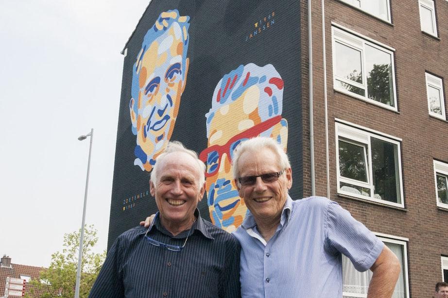 Oud-Tourwinnaars Jan Janssen en Joop Zoetemelk onthullen muurschildering