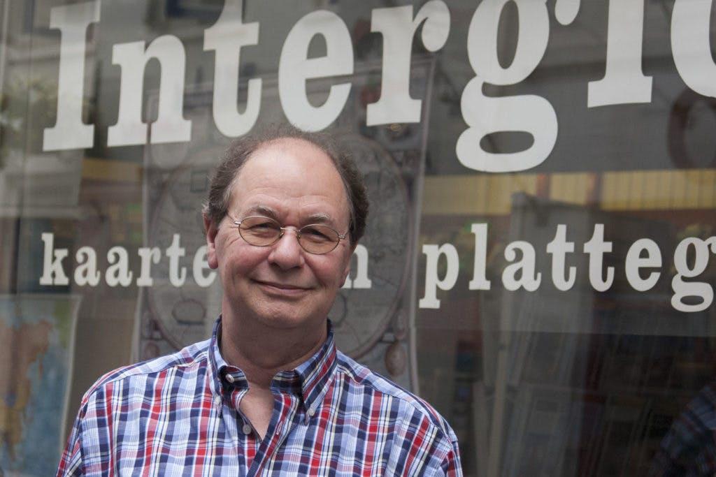 """Op bezoek bij Hans van der Doorn van Reisboekhandel Interglobe: """"Ik wil weten op wat voor een planeet ik leef!"""""""