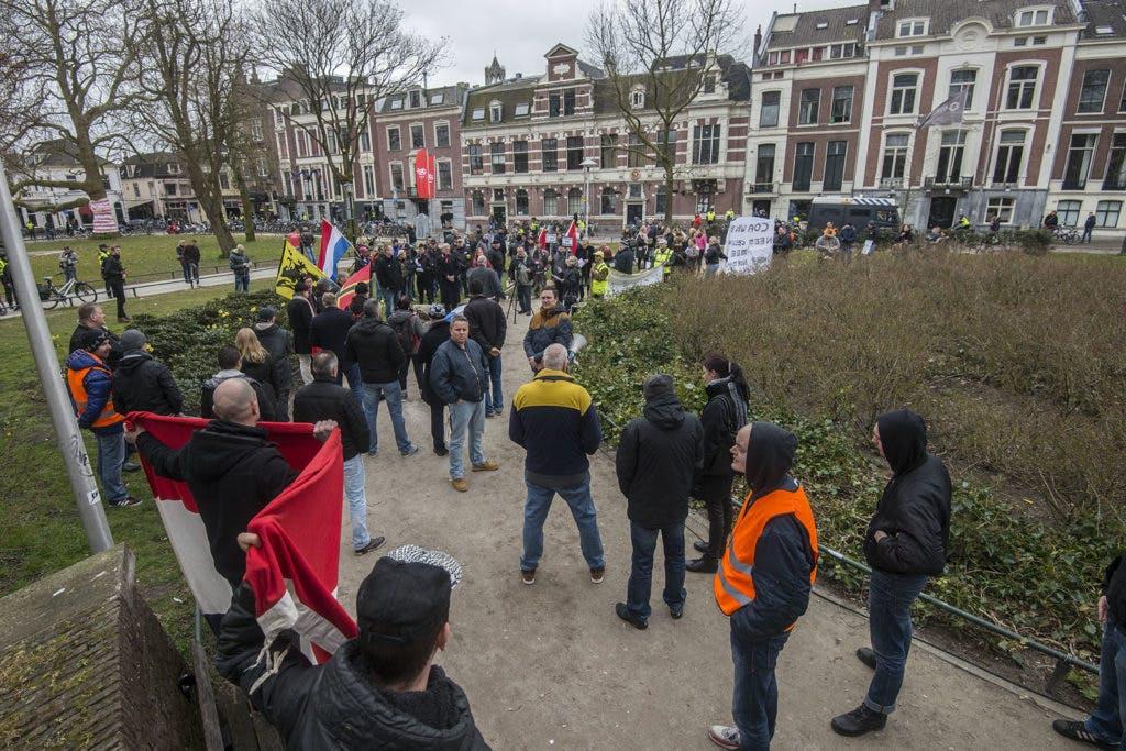 Extreemrechtse NVU aanwezig bij gele hesjes-protest Utrecht