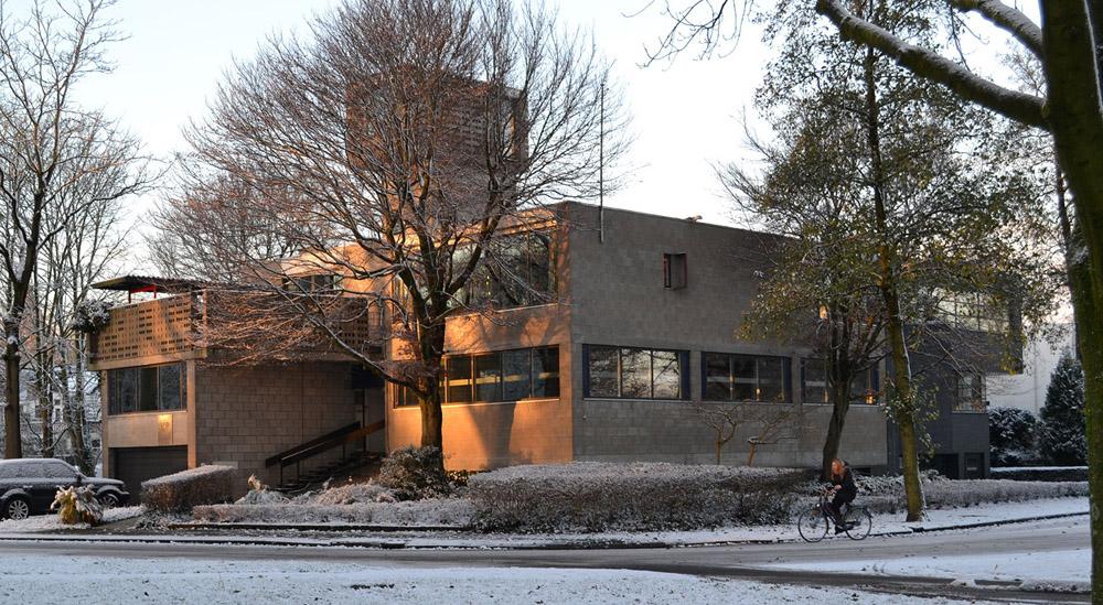 Het Dingemanshuis in december 2012, met rechts de uitbreiding uit 2001 (foto fam. Dingemans)