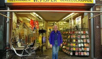 """Op bezoek bij IJzerhandel W. Pijper aan de Oudegracht: """"Wat Beatrix kan dat kan ik ook!"""""""