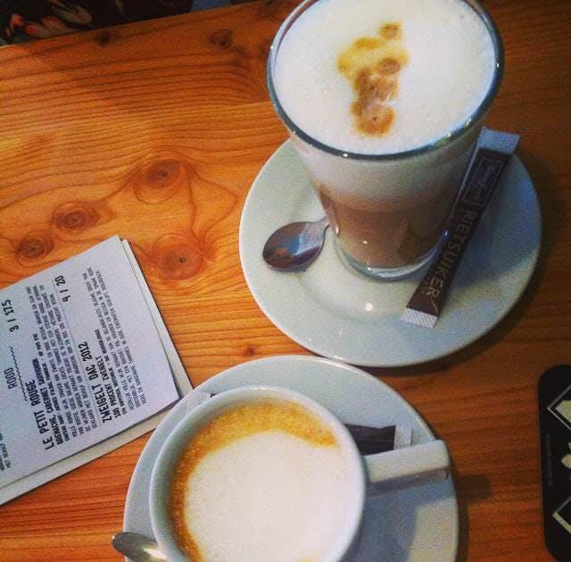 Jette en Jildou drinken koffie bij Gys: Waar de lunch als vanzelf overvloeit in de borrel en een fijne daghap.