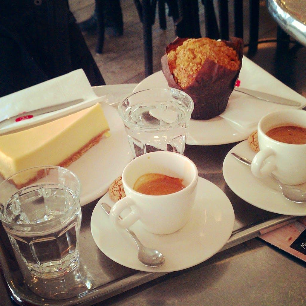 Jette en Jildou drinken koffie bij DE: Een suikerzoet vertrouwd gevoel
