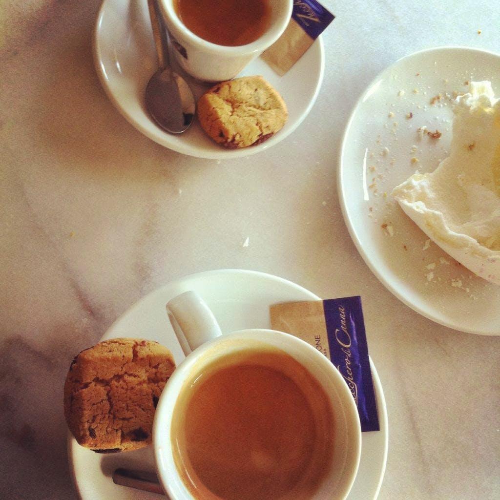 Jette & Jildou drinken koffie bij STACH: beperkte keuze is eigenlijk een verademing