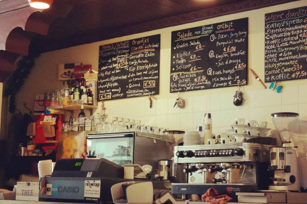 "Jette & Jildou drinken koffie bij Pampalini: ""Charmeoffensief in Perzische huiskamer"""