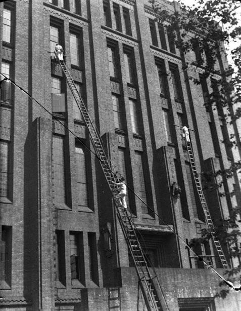 Utrecht in beeld door fotograaf F.F. van der Werf: wasdag op De Inktpot