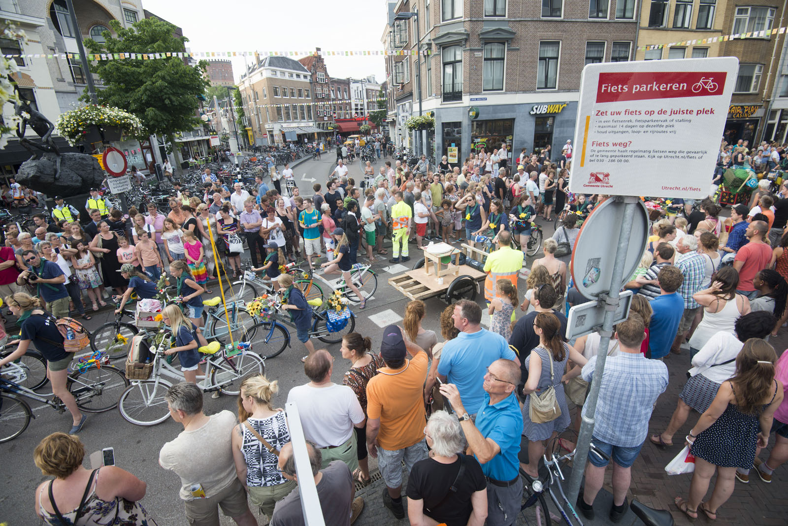 La Caravane d'Utrecht trekt door de stad