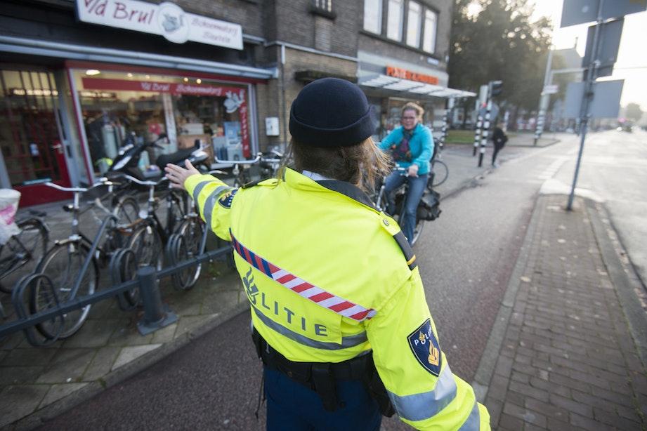 117 boetes voor fietsers zonder licht bij Van Sijpesteijntunnel