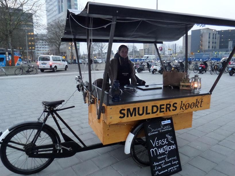 Op bezoek bij Smulders Kookt: huisgemaakte maaltijden uit een bakfiets op het Jaarbeursplein