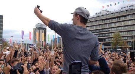 Fanmeeting Enzo Knol in Utrecht loopt uit de hand; politie moet assisteren