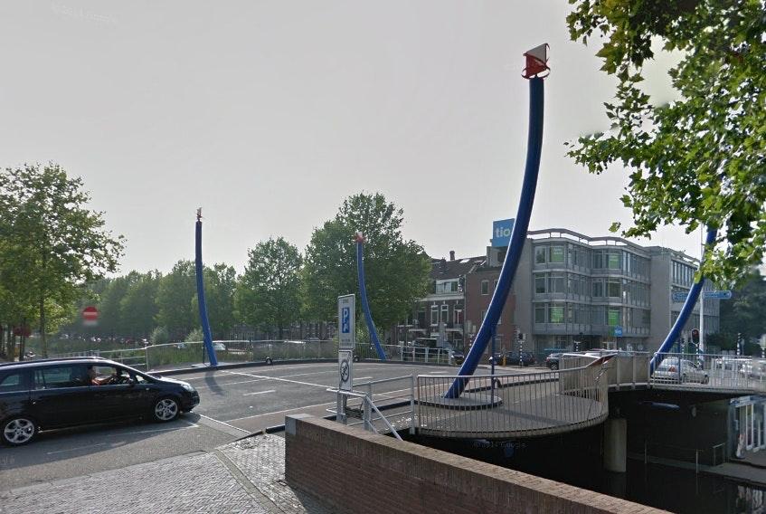 Gemeente plaatst aftelborden verkeersknijp Monicabrug