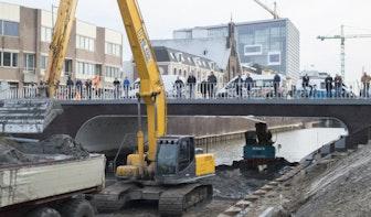 Foto's: Tientallen Utrechters komen kijken bij nieuwe Catharijnesingel