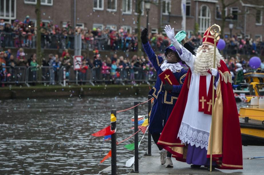 Foto's: Burgemeester Jan van Zanen verwelkomt Sinterklaas in Utrecht