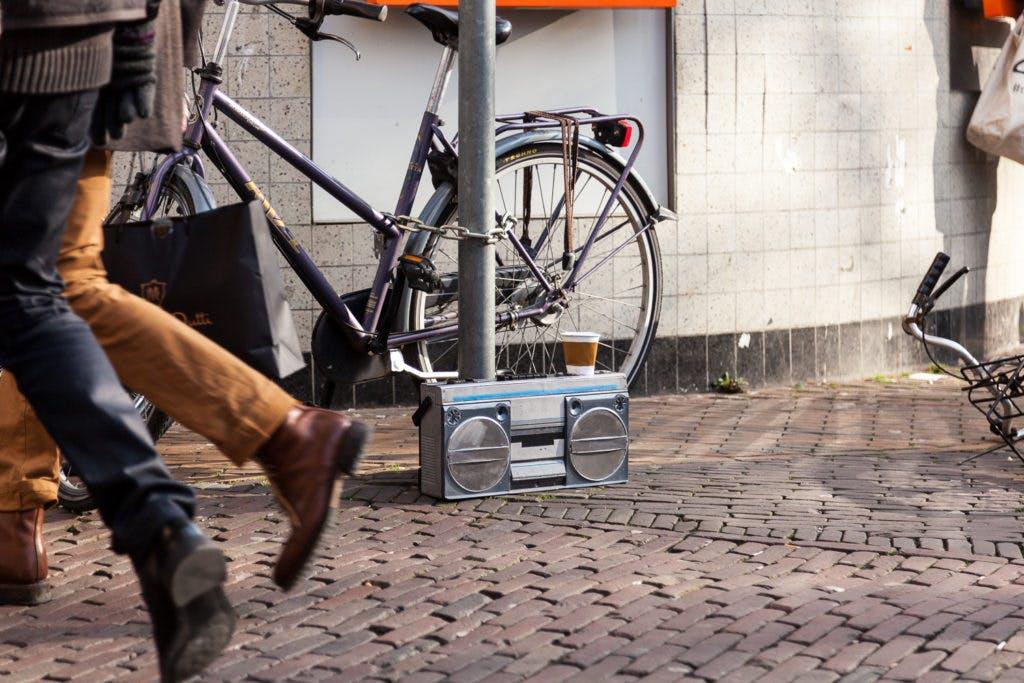 """Bedelende gettoblaster gestolen: """"Mogelijk wordt het werk te confronterend gevonden"""""""