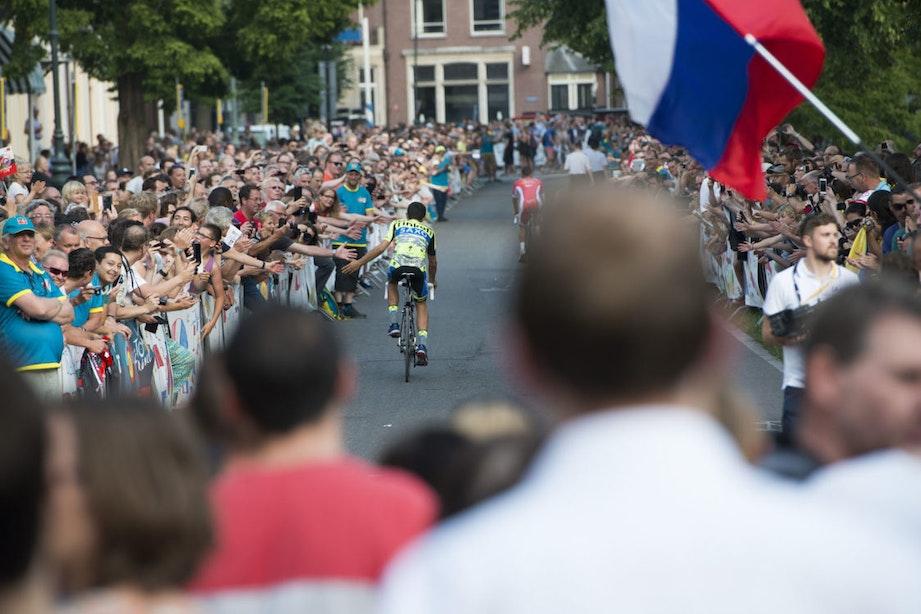Foto's: Duizenden fans verwelkomen wielrenners Tour de France in Utrecht