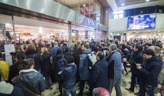 Foto's: Honderden koopjesjagers bij totale leegverkoop V&D Utrecht
