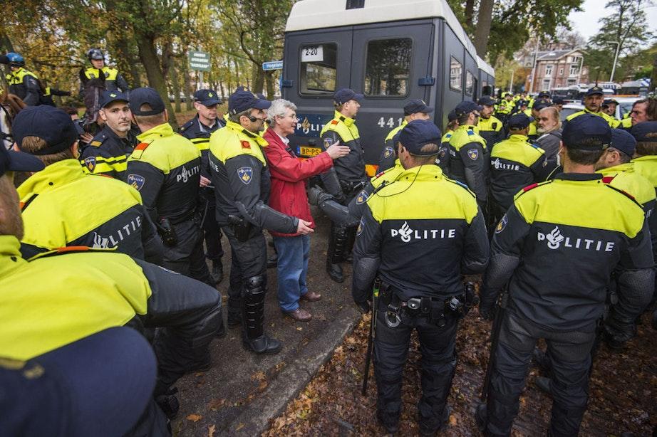 Was het politieoptreden niet buiten proporties? Dat is de vraag