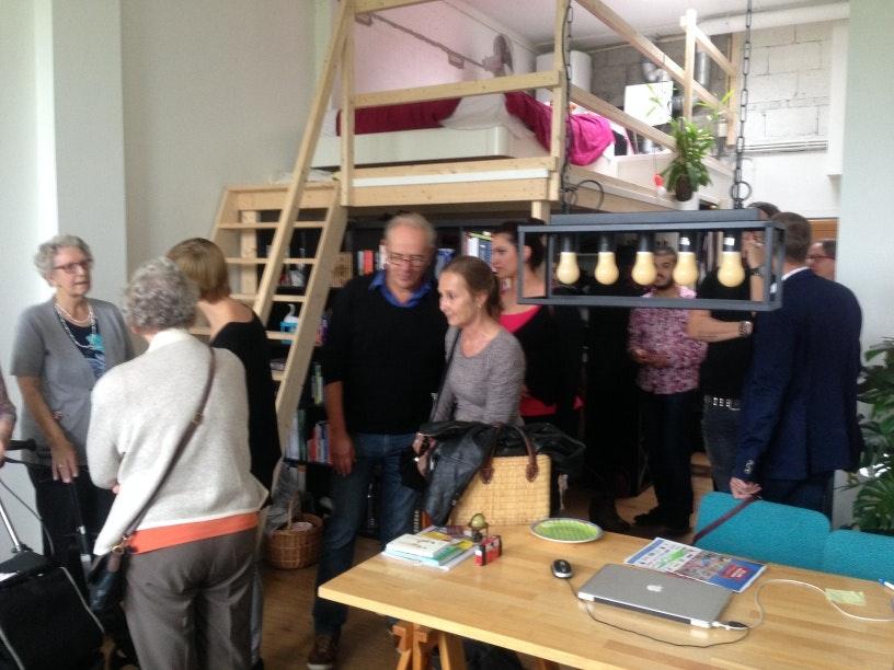 Starters en bejaarden wonen nu samen in zorgvleugel Tolsteeg