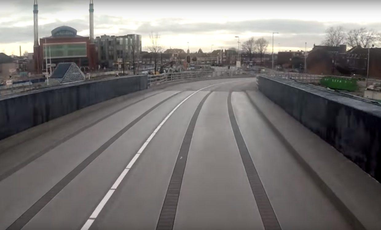 Nieuwe fly-over en Leidseveertunnel voor bussen in gebruik genomen