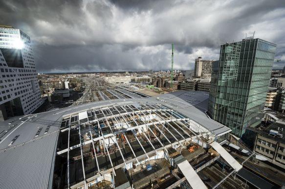 Laatste deel dak nieuwe stationshal wordt gedicht
