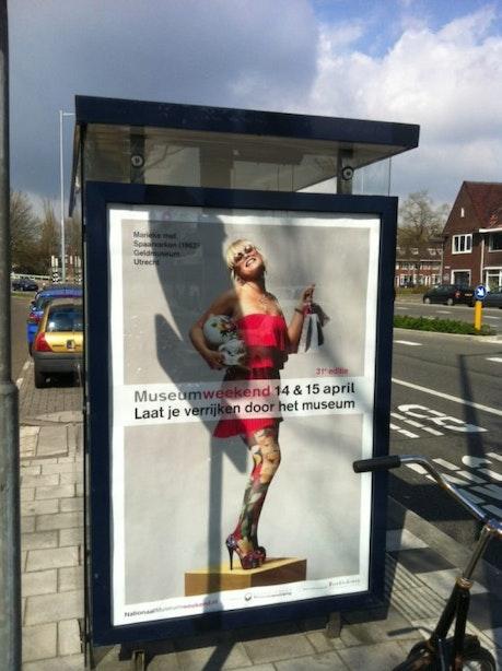 Protest tegen sexy reclameposters Kanaleneiland