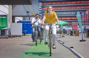 Wethouder Lot van Hooijdonk testte afgelopen zomer de Light Companion op het Jaarbeursplein