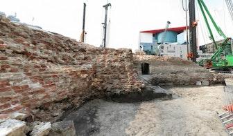 Niet de originele maar een replica van muur kasteel Vredenburg wordt bij nieuwe singel geplaatst