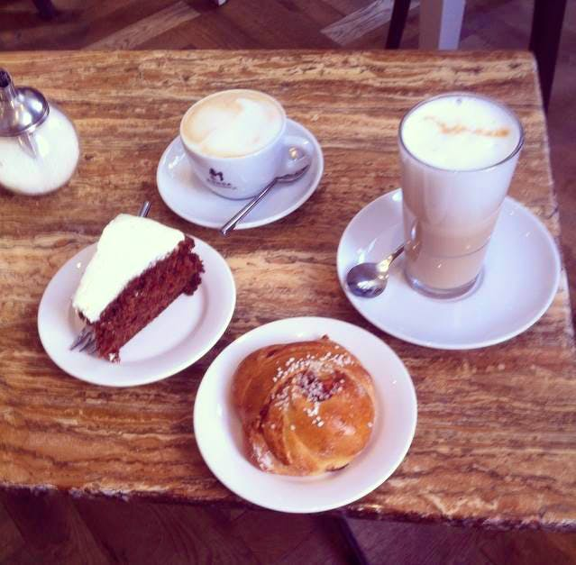 Jette en Jildou drinken koffie bij Carla's Conditorie: Hippe kitsch