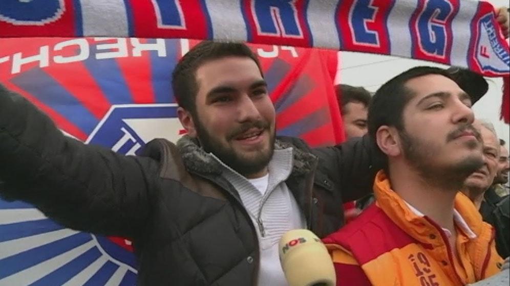 Utrechtse vlaggen bij onthaal Wesley Sneijder in Istanbul