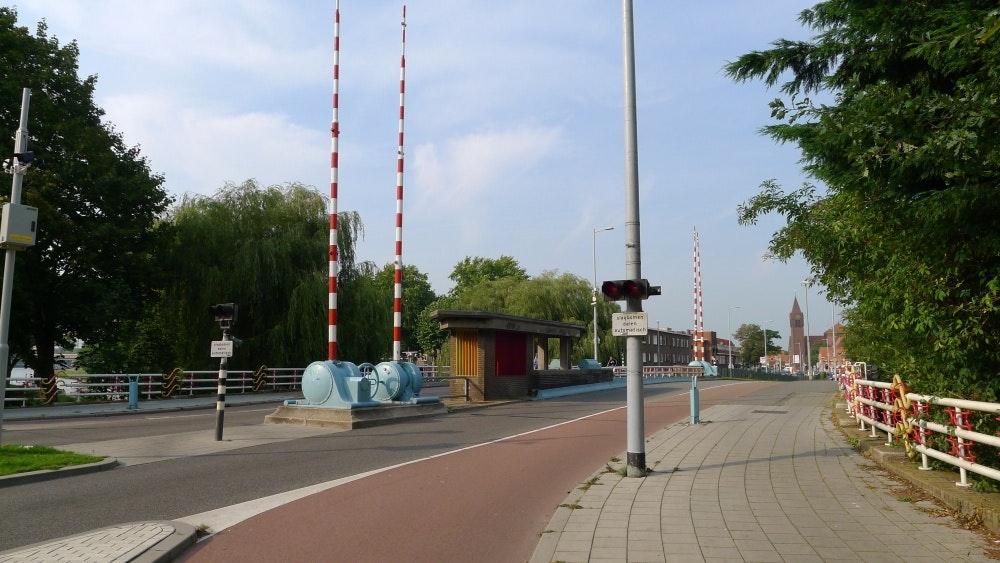 Spinozabrug in Utrecht vandaag tot 19.00 uur deels afgesloten voor auto's