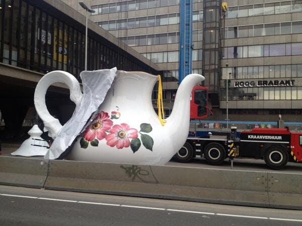 Waar moet deze gigantische theepot komen te staan in Utrecht?
