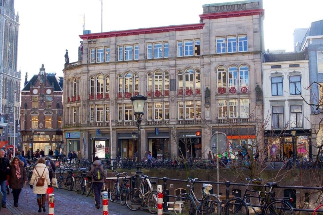 Bibliotheek Utrecht wederom op de vingers getikt door rechter