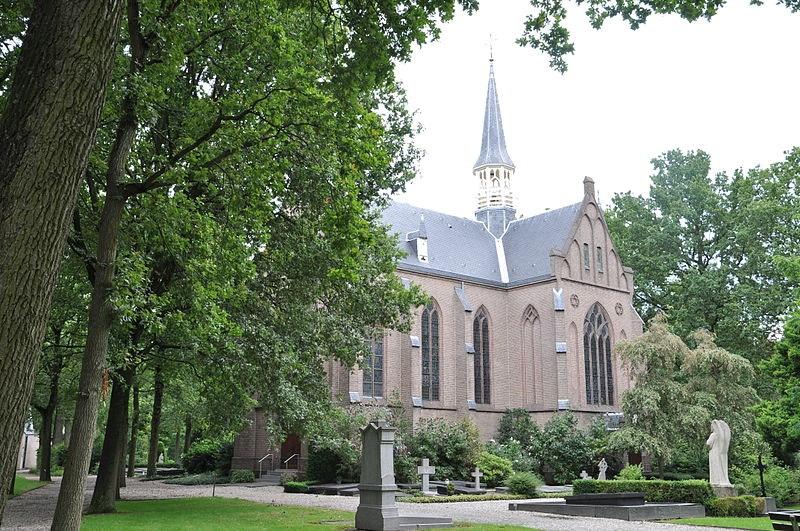 Open dag begraafplaats Sint Barbara, Marcel Gieling geeft rondleiding