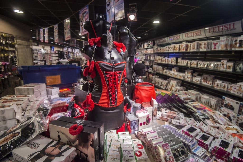 """DUIC krant: Op bezoek bij seksshop Miranda XXL: """"We zijn een normale winkel met een bijzonder assortiment"""""""