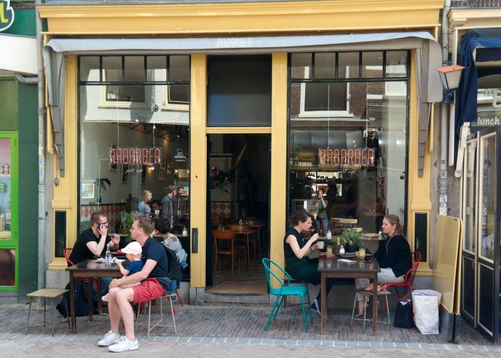 Jette & Jildou drinken koffie bij Rabarber: Parijse sferen op steenworp van de Dom