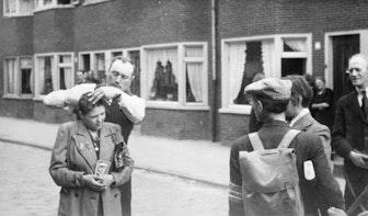 Nieuwe tentoonstelling Volksbuurtmuseum toont omstanders kaalgeschoren 'moffenmeiden'
