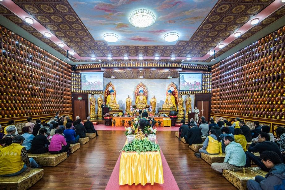 DUIC krant: Een kijkje in de Longquan Tempel in Zuilen op de verjaardag van Boeddha