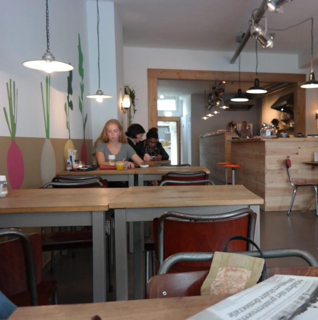 Jette&Jildou: Indrukwekkende taarten en heftige geurexplosies bij De Keuken van Thijs