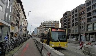 Weer bus bekogeld in Overvecht, daders opgepakt