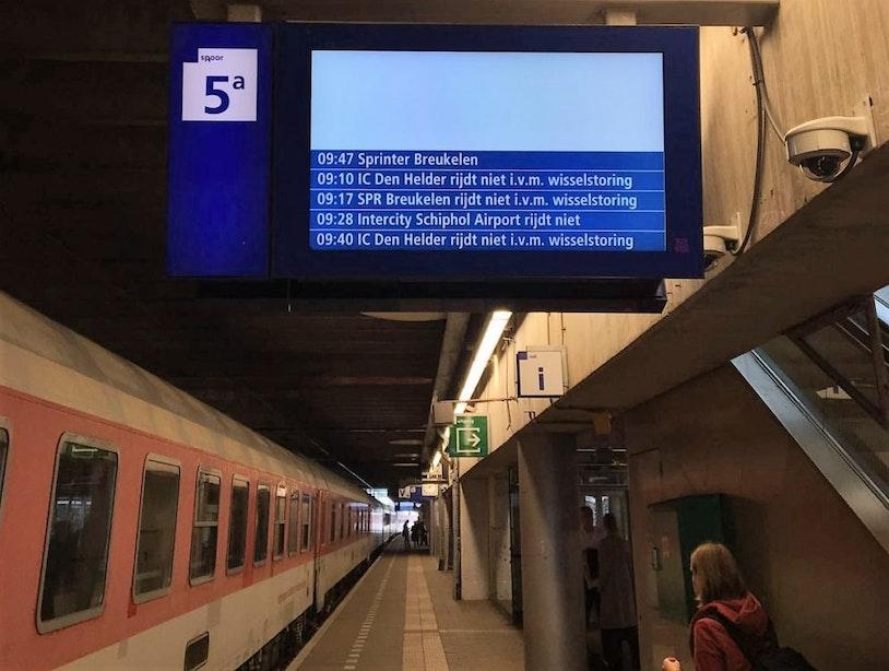 Treinen vallen uit rond Utrecht Centraal door wisselstoring