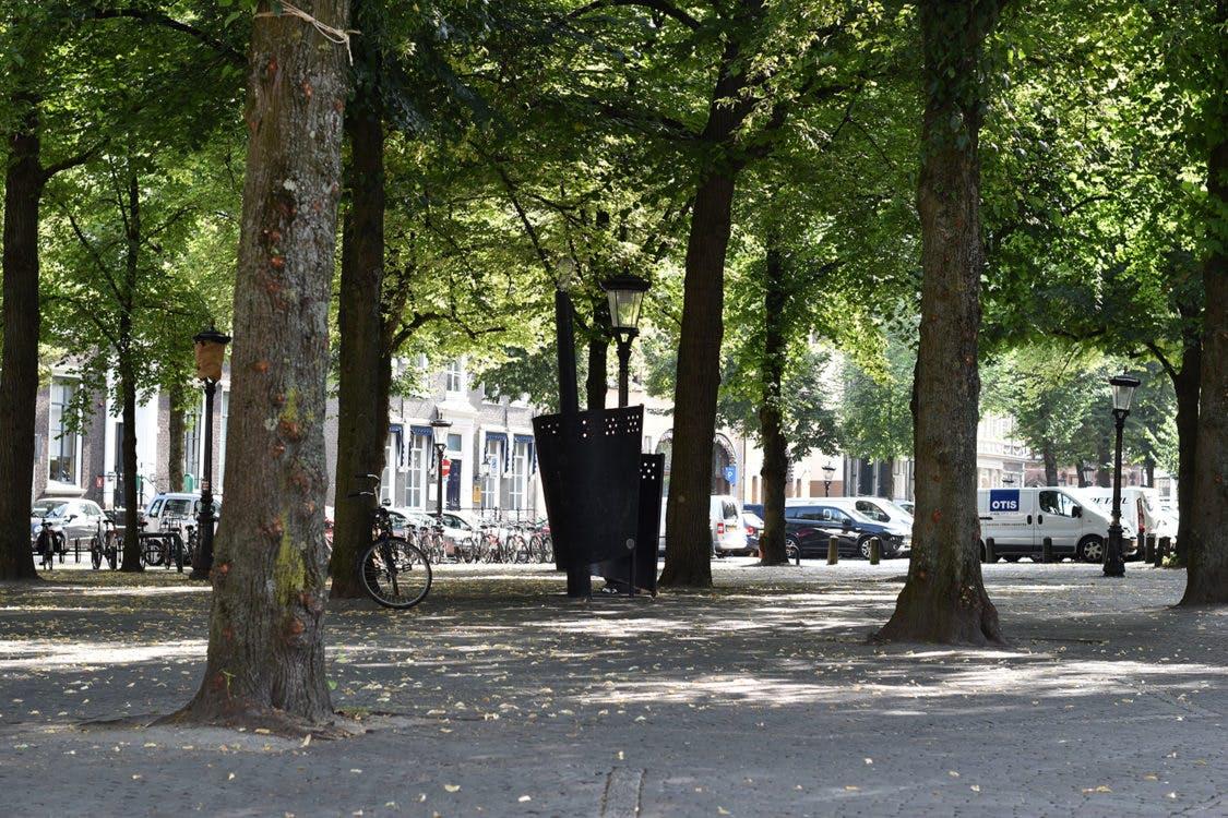 Toiletten uit de grond op Mariaplaats en Janskerkhof