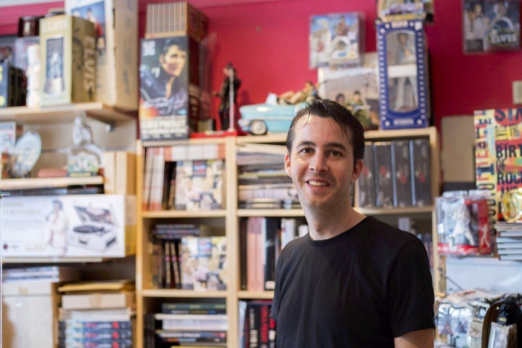 """Op bezoek bij de Elvis Corner: """"Ik heb klanten uit de hele wereld"""""""