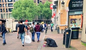 """PowNews bevraagt Utrechtse bedelaars: """"Mogen jullie het geld houden?"""""""